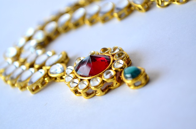 necklace-jewelry-gold-luxury